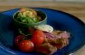 Taze Baharatlı Tereyağı ile Dana Şinitzel ve Brokoli Salatası